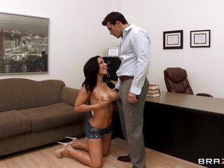 Начальница брюнетка порно