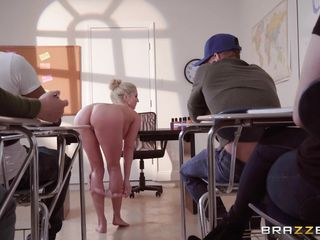 Секс с секретаршей на рабочем столе